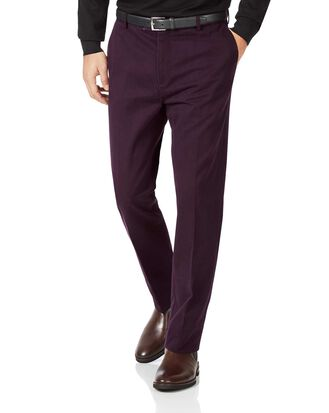 Bügelfreie Slim Fit Chino ohne Bundfalte in Aubergine