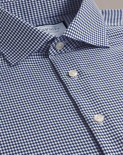 Bügelfreies Extra Slim Fit Business-Casual-Hemd mit Dobby-Struktur und ovalem Muster in Marineblau