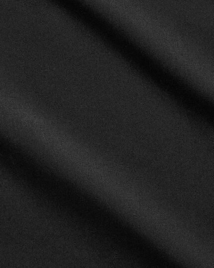 Bügelfreies Extra Slim Fit Popeline-Hemd mit Haifischkragen in Schwarz