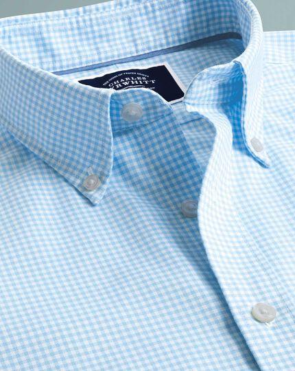 Vorgewaschenes kurzärmeliges bügelfreies Slim Fit Hemd mit Stretch und Gingham-Karos in Himmelblau