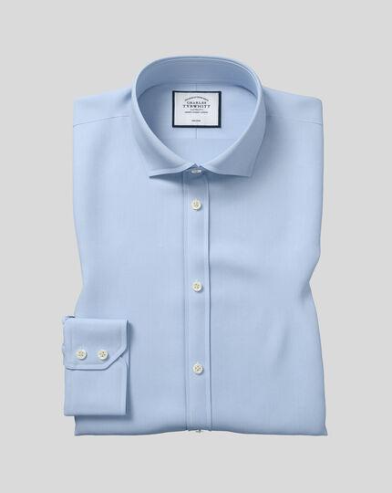 Bügelfreies Slim Fit Twill-Hemd mit Haifischkragen in Himmelblau