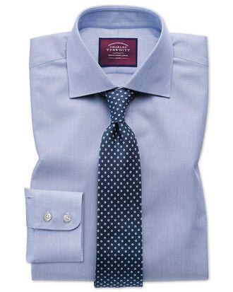 Slim Fit Luxushemd aus Baumwoll-Seide mit Semi-Haifischkragen in Blau