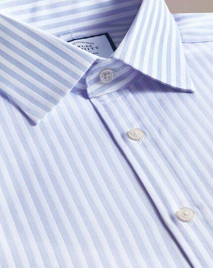 Slim Fit Hemd mit Dobby-Gewebe und strukturierten Streifen in Himmelblau