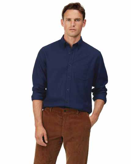 Donkerblauw strijkvrij overhemd van keperstof met zachte wassing, slanke pasvorm
