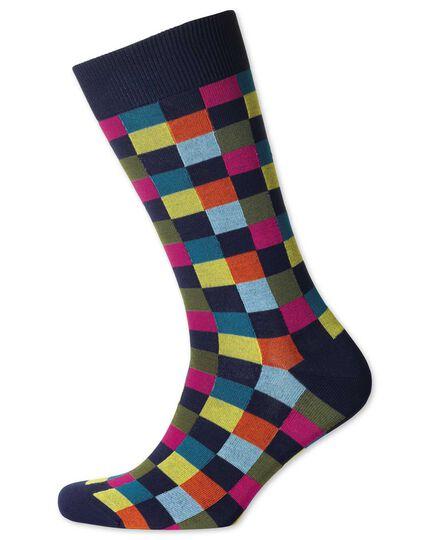 Socken in Marineblau mit Bunten Karos