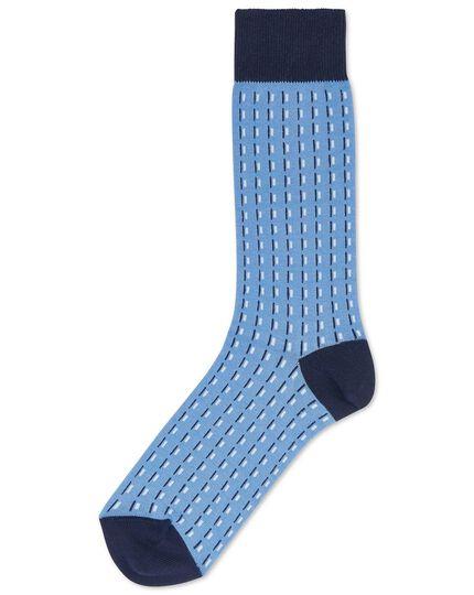 Chaussettes bleu ciel à tirets et motifs géométriques