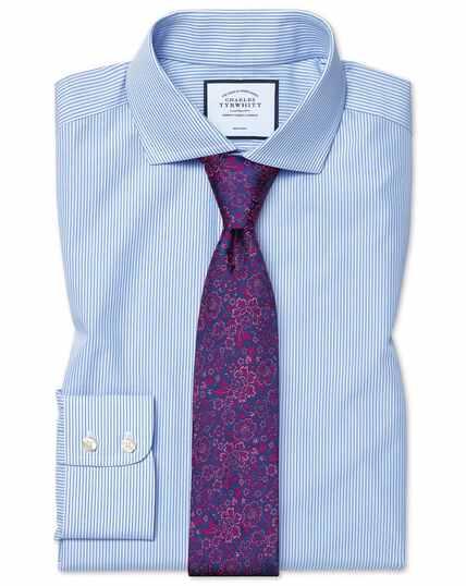 Bügelfreies Slim Fit Hemd mit Haifischkragen und Bengal-Streifen in Himmelblau