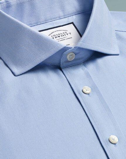 Bügelfreies Extra Slim Fit Hemd mit Fischgrätmuster in Himmelblau