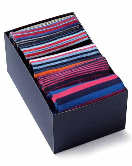 Geschenkkarton mit gestreiften Socken in Bunt