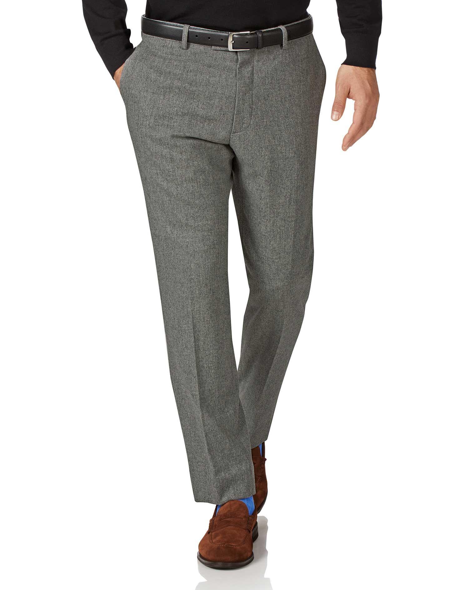 fcb337758098 Pantalon gris clair en flanelle de laine slim fit