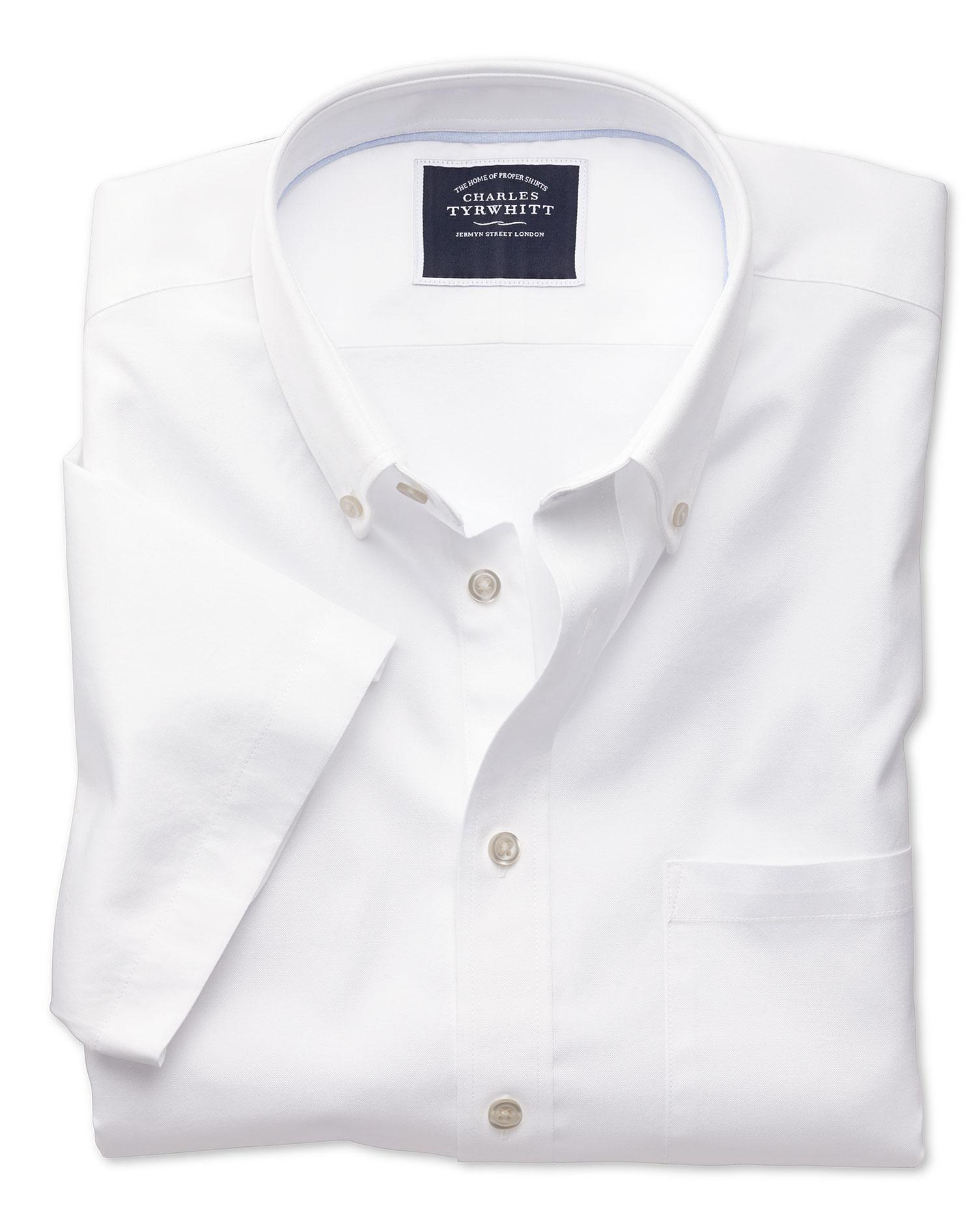 Camisa Oxford blanca de tela lavada y corte entallado de manga corta con  cuello con botones bba1f1b553a50